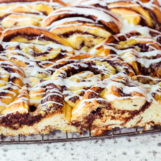 Das Grundrezept für diese Zimtschnecken findest Du in School of Baking