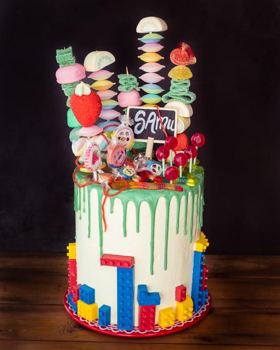 Diesen Rainbow Colour Cake bekommt Samu zu seiner Einschulung