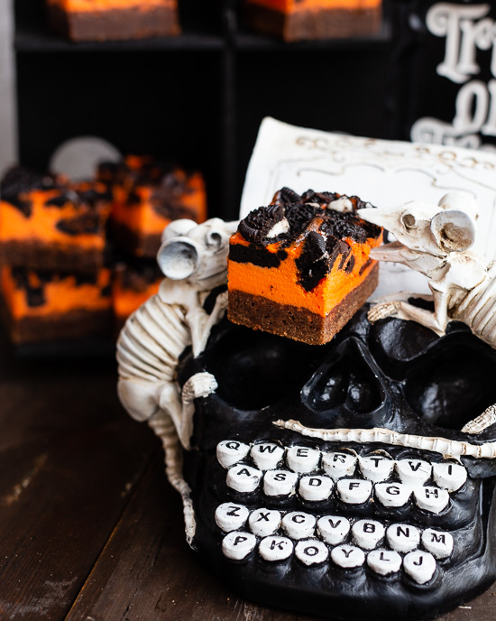 Das Grundrezept für den Halloween Brownie Cheesacake findet Du in Backen Mit Love