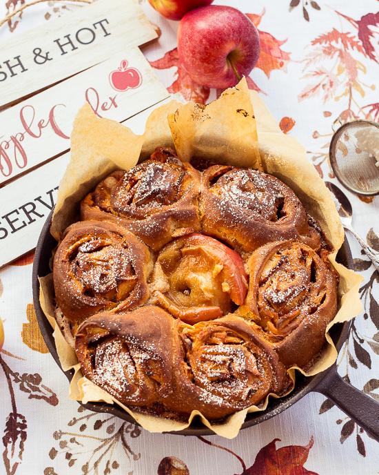 Das Grundrezept dieser Apfelzimtschnecken findest Du in School of Baking