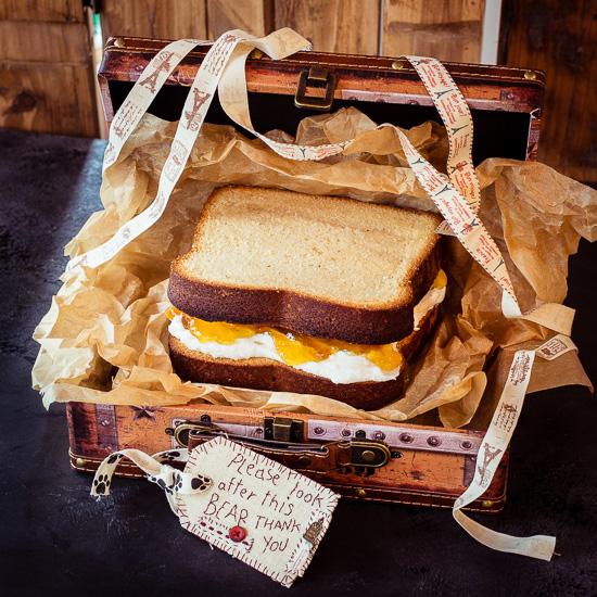 Für den Paddington Bear Cake gibt es eine Silikon Sandwich Form