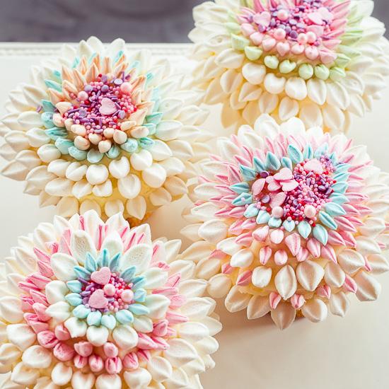 Diese Marshmallow Muffig Blumen habe ich aus Marshmallow Resten meiner Schoko Bombs gemacht