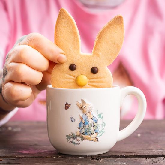 """Hasenkekse kann man auch nach Ostern noch gut """"tunken"""""""