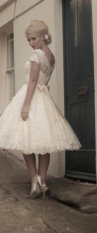 High-neck Lace Short Vintage Wedding Dress