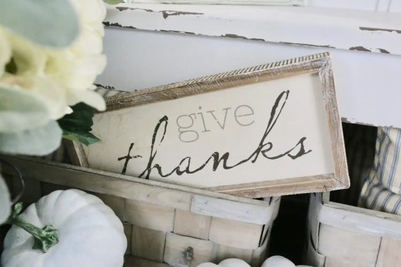 'Give Thanks' sign for Fall