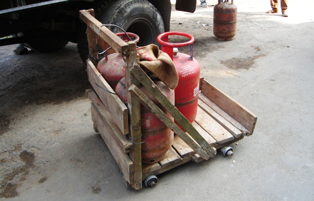 Ball bearing cart transporting gas cylinders