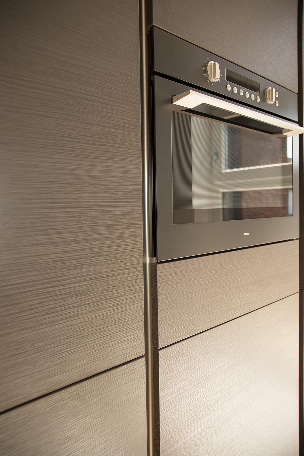 Hoogglans keuken met verticale greeplijsten  CVH Design