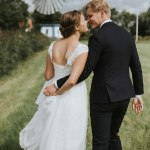 weddingcouple in front of windmill