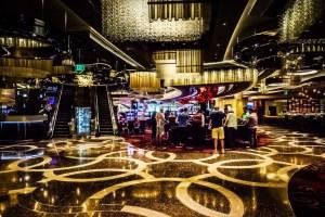 casino-gamblers