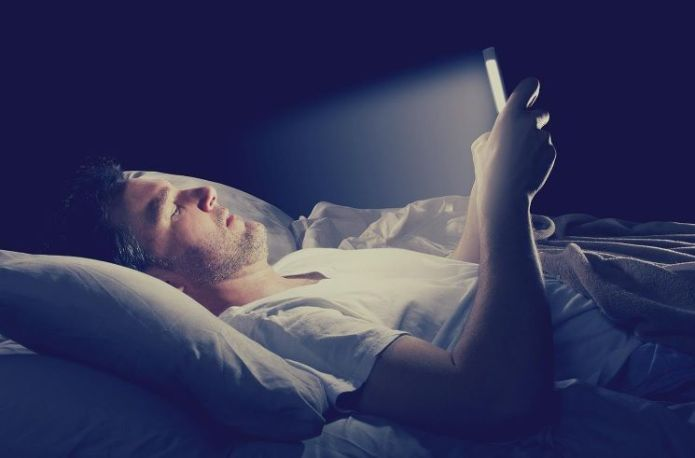 social pressure, sleeping with smartphone