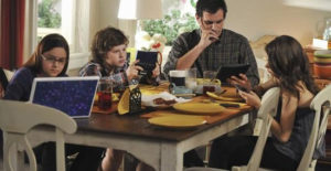 modern-family-tech-use