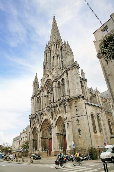 Hotels Gtes et Chambres dhtes  proximit de lglise SaintClment de Nantes