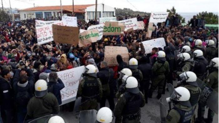 """Image result for Ένταση στη Λέσβο κατά την μεγάλη κινητοποίηση Αφγανών αιτούντων άσυλο"""""""