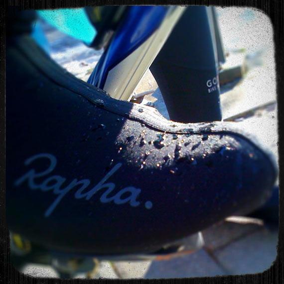 Rapha Overshoes Moisture Penetration Test | Cycleboredom