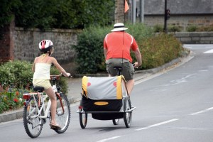 Cycle trailer on the road - family outing with trailer