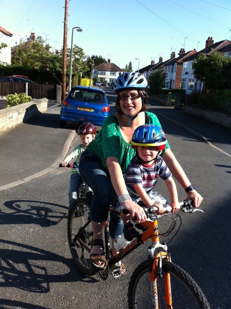 Cycling 2 kids to school with tagalong and front seat on my Specialized Rockhopper Comp