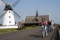 Family cycle routes in Lancashire - Lytham Promenade