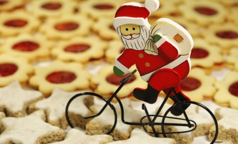 Cycling santa in Christmas biscuits