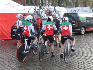 The Swiss ladies team preparing for the Groningen time trial
