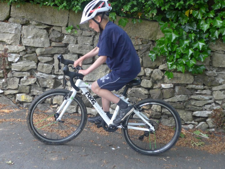 best bike for my child - our 7 year old reviewer of the Frog 58 kids road race bike