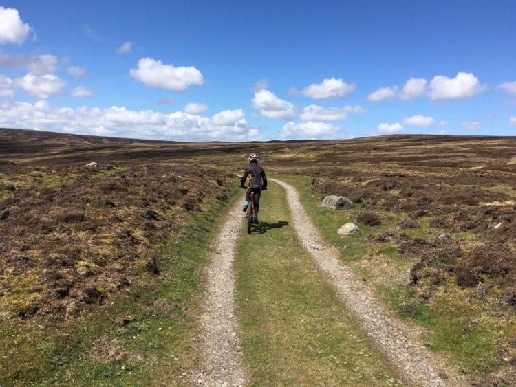Flat ridge riding in Yorkshire dales