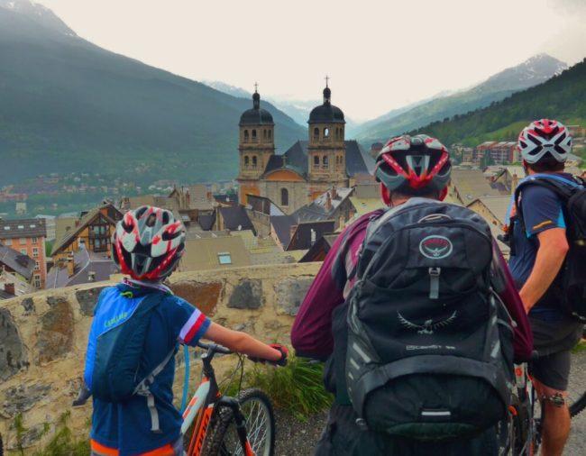 Briancon - cyclists enjoy the view