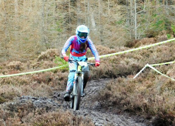 DH MTB clothing for teenage girl - ShredXS