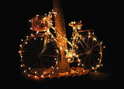 https://i0.wp.com/www.cycletheearth.com/wp-content/uploads/2011/12/Bicycle-Christmas-Lights.jpg