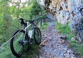 Trail to Col du Cou