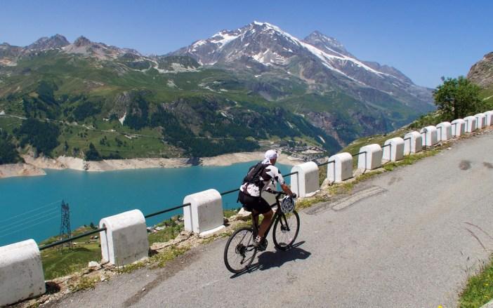Early slopes: Lac du Chevril below