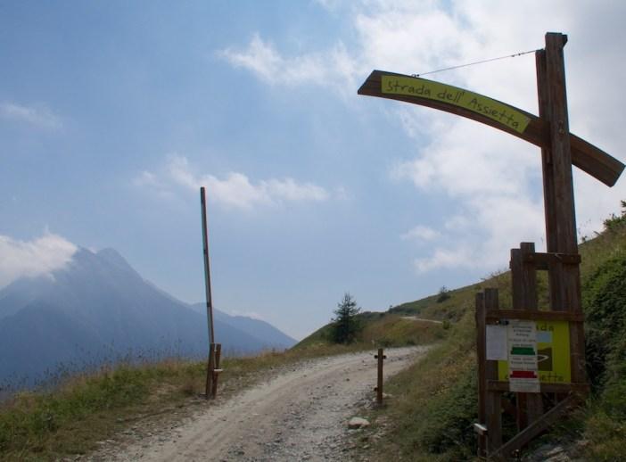 Entrance to Strada dell'Assietta