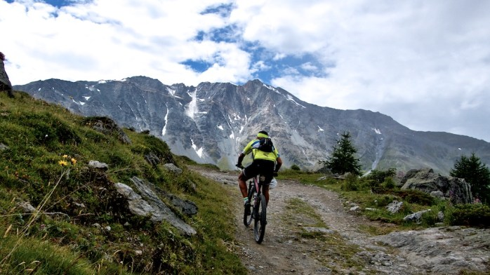 Road to Col du Chal (1)