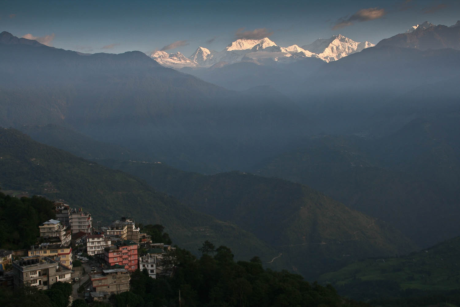 Pelling at sunrise