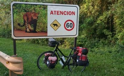 De eerste kilometers fietsen we nog door het Nationale Park.