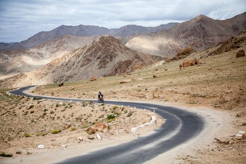 Cycling from Leh to Khardung La