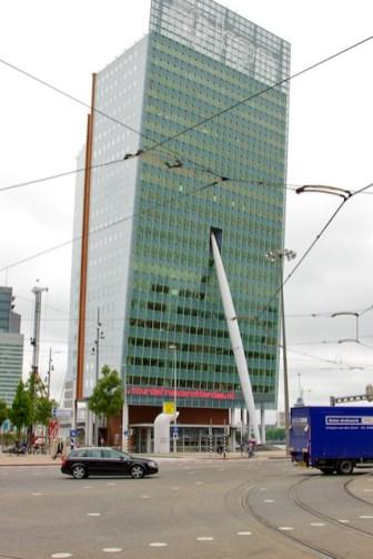 Ook op het KPN-gebouw verwijst de reclame naar het Grand Départ. (foto: © 2010 Laurens Alblas)