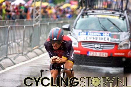 Levi Leipheimer van RadioShack terwijl het water achter zijn fiets opspat (foto: © Laurens Alblas/Cyclingstory.nl)