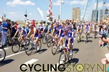 De start op de Erasmusbrug is slechts een Départ Fictif (foto: © Laurens Alblas/Cyclingstory.nl)