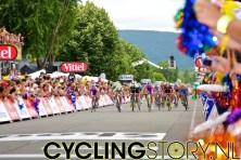 Enkele tellen later was daar de sprint van het peloton (foto: © Laurens Alblas/Cyclingstory.nl)