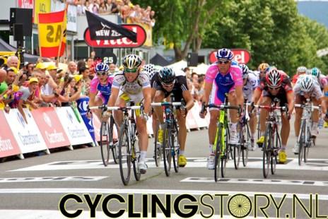 Uiteindelijk duwt Cavendish als eerste zijn wiel over de streep (foto: © Laurens Alblas/Cyclingstory.nl)