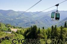 Met de kabelbaan gingen we de berg op... (foto: © Laurens Alblas/Cyclingstory.nl)