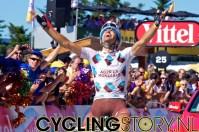 En dan de dankbaarheid bij het passeren van de finish. Riblon is een mooie winnaar van deze etappe! (foto: © Laurens Alblas/Cyclingstory.nl)