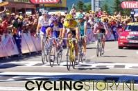 Kort daarop gevolgd door de grootten: Andy Schleck, Contador, Gesink, Menchov, Rodriguez en Van den Broeck (foto: © Laurens Alblas/Cyclingstory.nl)