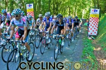 De Col was slechts 2e categorie en dus reden de renners redelijk snel omhoog (foto: © Laurens Alblas/Cyclingstory.nl)