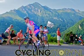 Zeer veel liefhebbers probeerden zelf ook de klim te bedwingen (foto: © Laurens Alblas/Cyclingstory.nl)