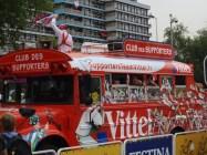 De bus van Vittel, bekend van de flesjes mineraalwater (foto: © Tim van Hengel/Cyclingstory.nl)