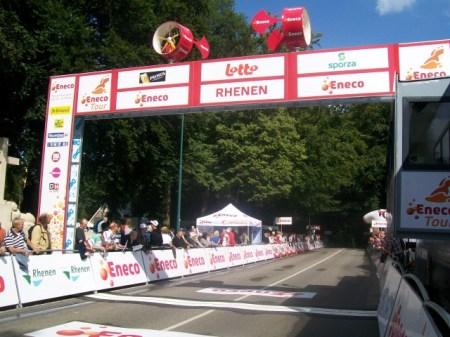 Dinsdag startte de Eneco Tour in Steenwijk. Een dag later stonden wij aan de finish op de Grebbeberg in Rhenen. (Foto: © Tim van Dijk/Cyclingstory.nl