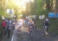 Velen zouden zaterdag de top niet per fiets bereiken. (Foto: © Tim van Dijk/Cyclingstory.nl)