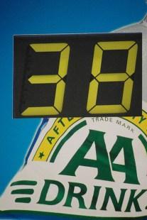 Het koersbord geeft aan: nog 38 ronden! (foto: © Tim van Hengel/cyclingstory.nl)