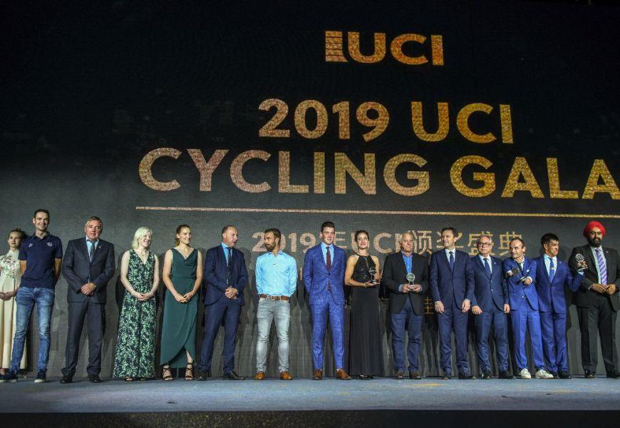 Greg Lemond hyldet af den internationale cykelunion